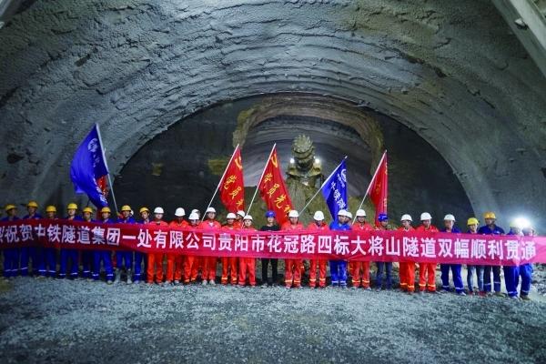 隧道开挖断面达160平方米.