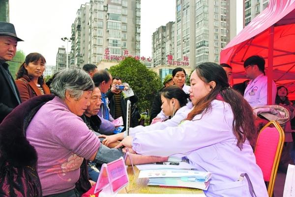 开阳县开展志愿服务 集中宣传活