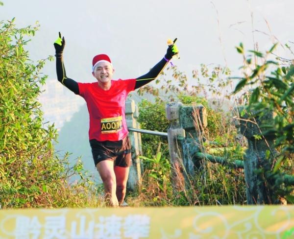 <strong>黔灵山速攀赛冬季赛开赛</strong>